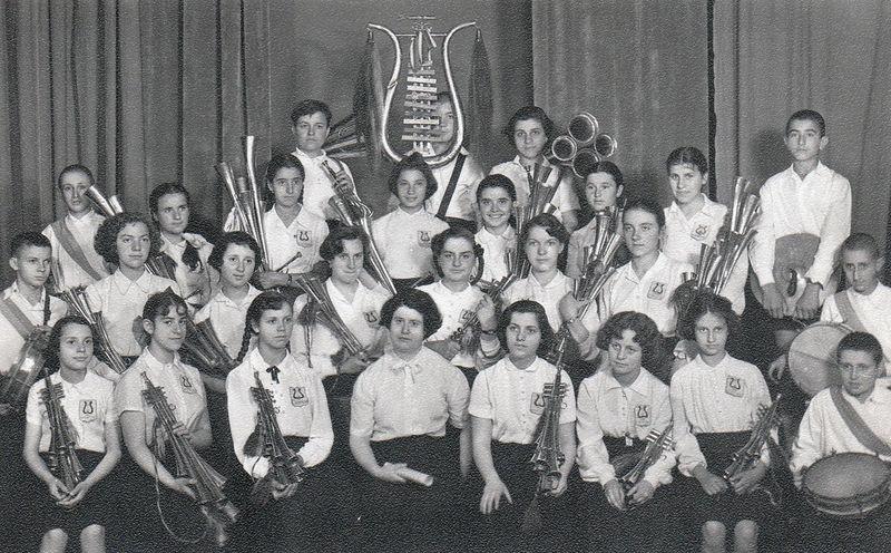 Хорът на 15та гимназия Адам Митскевич